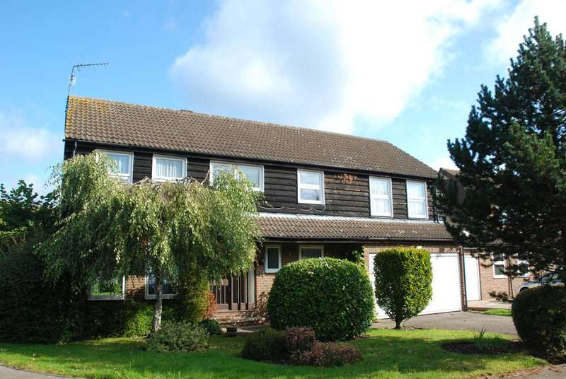 5 Bedrooms House for rent in Grove Farm Park, Northwood, HA6