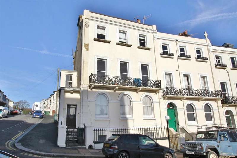 2 Bedrooms Flat for sale in Roundhill Crescent
