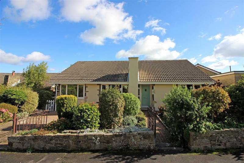3 Bedrooms Detached Bungalow for sale in Broomhey Avenue, Emley, Huddersfield, HD8 9SA