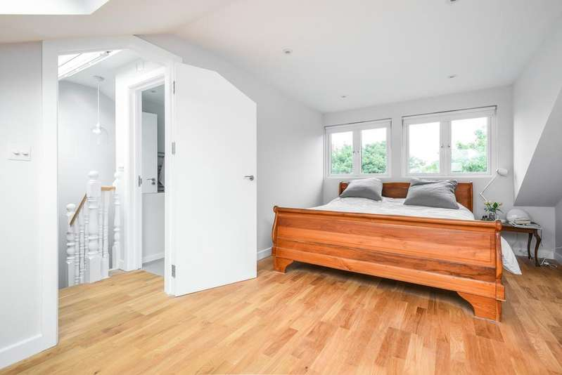 3 Bedrooms Flat for sale in George Lane Lewisham SE13
