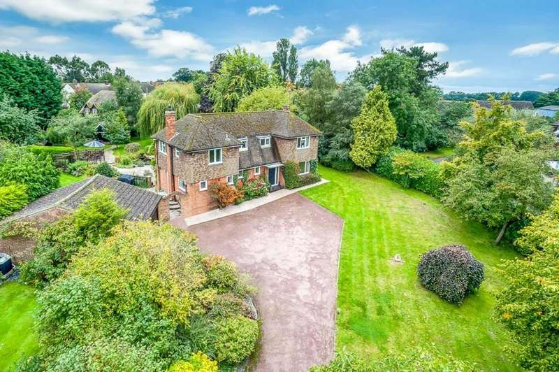 4 Bedrooms Detached House for sale in St Marys Road, East Claydon