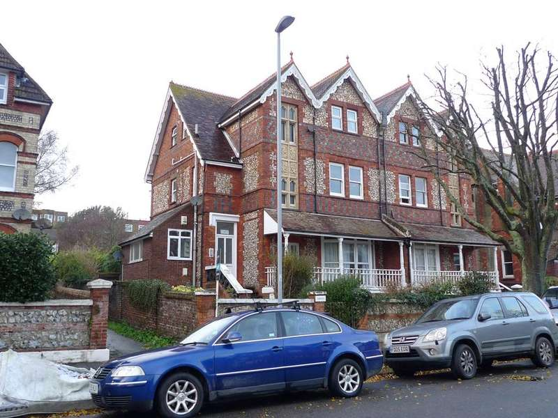 2 Bedrooms Apartment Flat for sale in Enys Road, Eastbourne, BN21