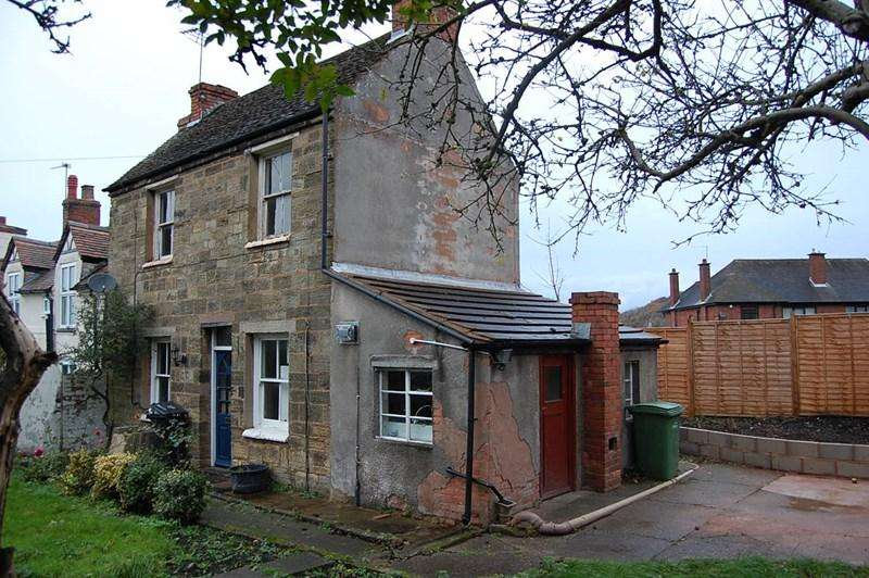 2 Bedrooms Cottage House for sale in Himley Road, Dudley
