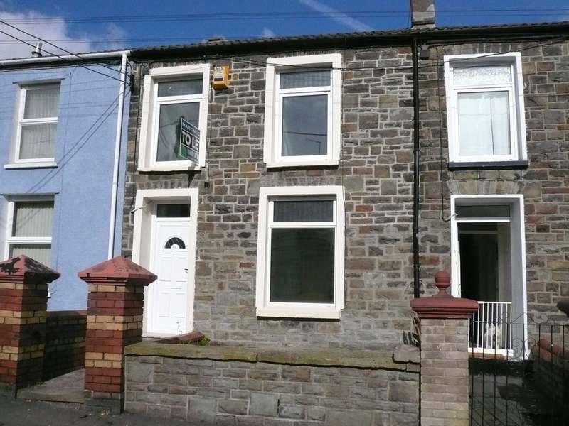 3 Bedrooms Terraced House for rent in William Street, Twynyrodyn CF47