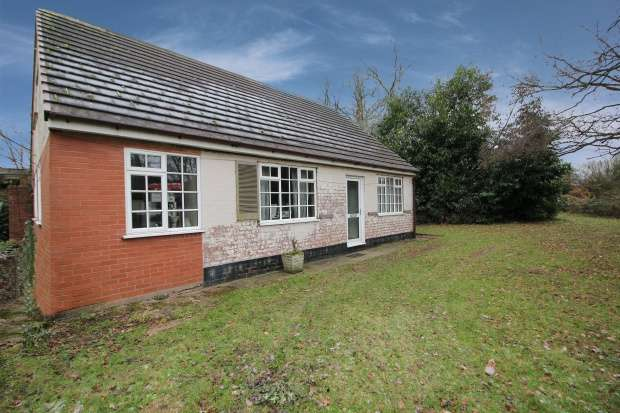 5 Bedrooms Detached Bungalow for sale in Overwoods Road, Tamworth, Staffordshire, B77 5NQ