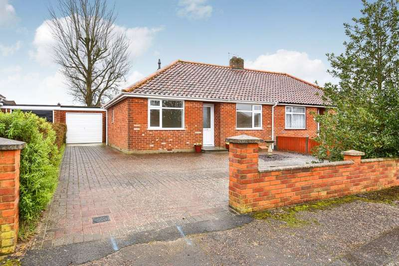 2 Bedrooms Bungalow for sale in Links Close, Norwich, Norfolk NR6 5PJ