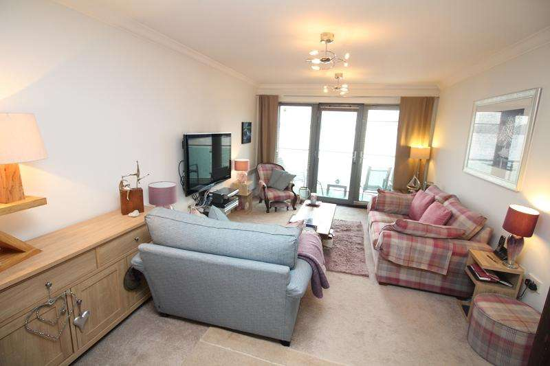 2 Bedrooms Flat for sale in Smoke House Quay, Milford Haven, Pembrokeshire. SA73 3BD