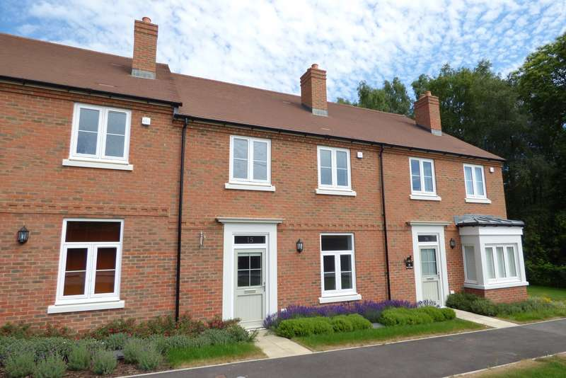 3 Bedrooms House for sale in Sir Geoffrey Todd Walk, Kings Drive, Midhurst, GU29