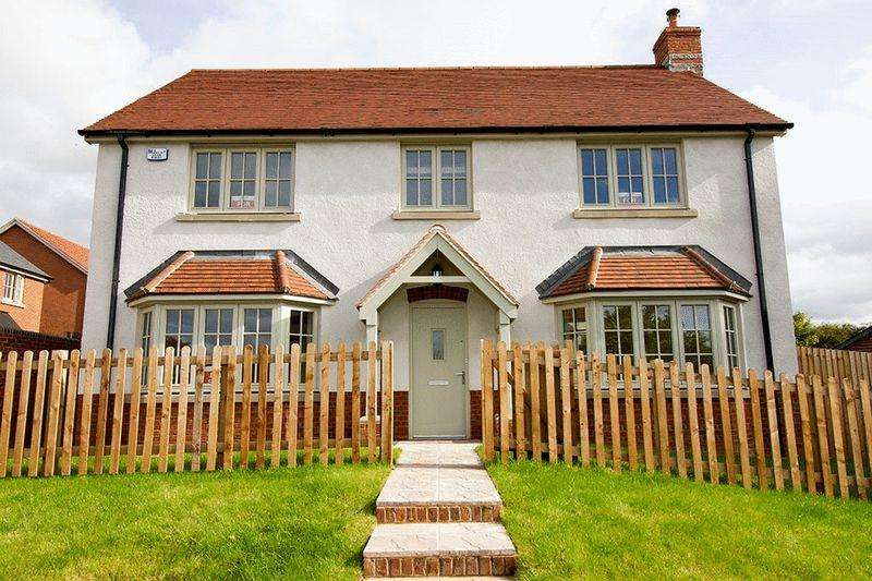 4 Bedrooms Detached House for sale in England 's Field, Bodenham Hereford