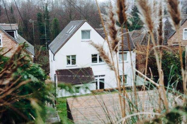 4 Bedrooms Detached House for sale in Godalming, Surrey