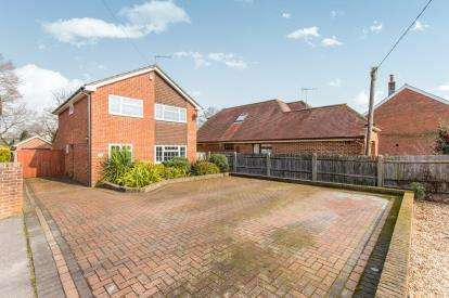 4 Bedrooms Detached House for sale in Totton, Southampton, Hampshire
