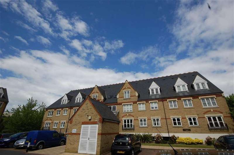 2 Bedrooms Apartment Flat for sale in Wellington House, Watford, Herts