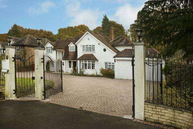 5 Bedrooms Detached House for sale in West Drive, Sonning, Reading,