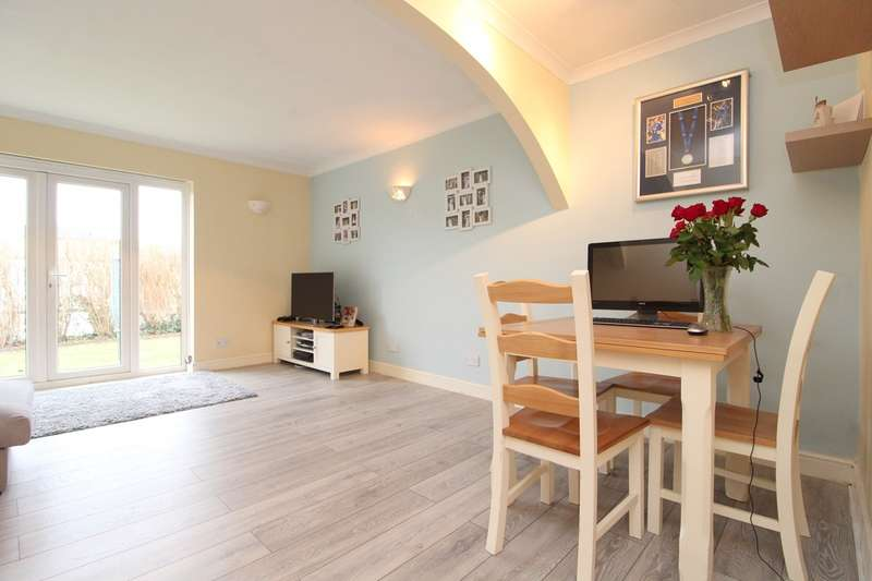 2 Bedrooms Ground Maisonette Flat for sale in Reedsfield Road, Ashford, TW15