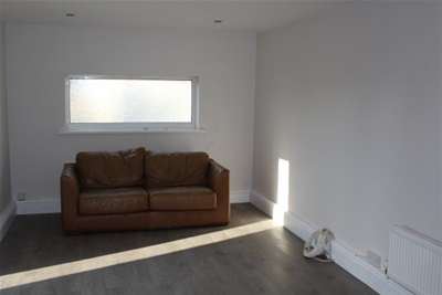 2 Bedrooms Maisonette Flat for rent in Pyle Road, Bishopston
