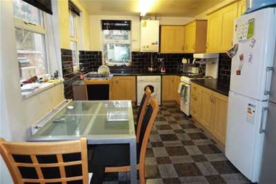 4 Bedrooms House for rent in Leslie Road, Nottingham, NG7 6PR