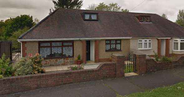 2 Bedrooms Semi Detached Bungalow for rent in Cwmgelli Road, Morriston, Swansea SA6
