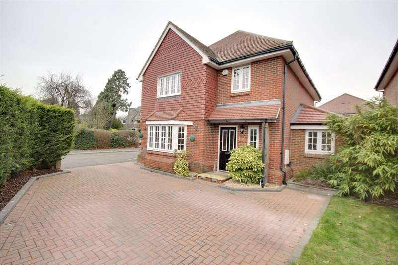 4 Bedrooms Detached House for sale in Green Lane, Chertsey, Surrey, KT16