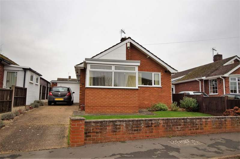 2 Bedrooms Detached Bungalow for sale in Holly Close, Cherry Willingham, Lincoln