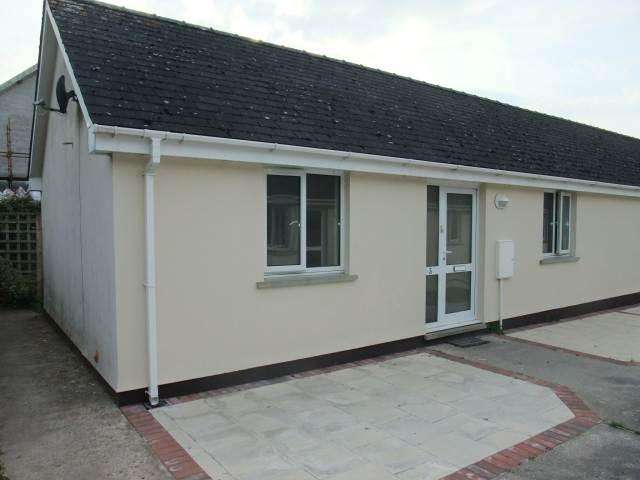 2 Bedrooms Semi Detached Bungalow for rent in Broadway, Laugharne, Carmarthenshire