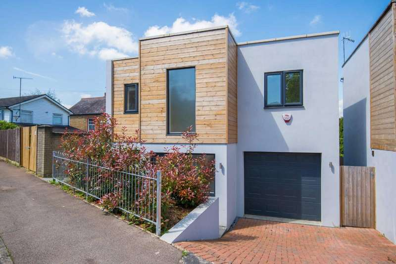 3 Bedrooms Detached House for sale in Napier Drive, Bushey, Hertfordshire, WD23
