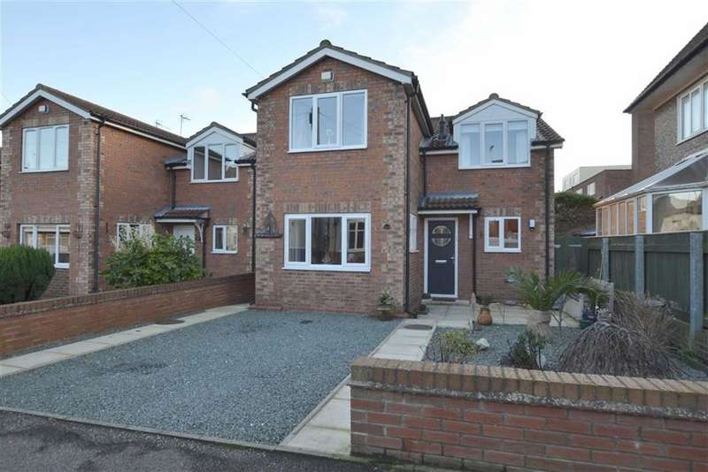 3 Bedrooms Detached House for sale in Lamplugh Road, Bridlington, YO15