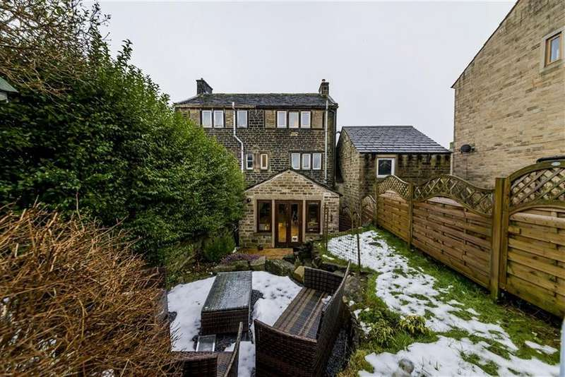 3 Bedrooms End Of Terrace House for sale in Paris Road, Scholes, Holmfirth, HD9