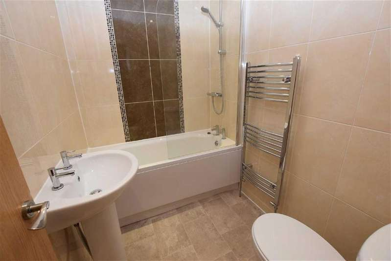 2 Bedrooms Terraced House for rent in Gorple Street, Harle Syke, Lancashire