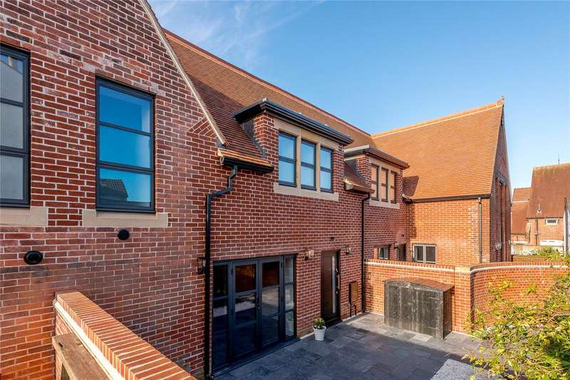 2 Bedrooms Terraced House for sale in Shaftesbury Road, Tunbridge Wells, Kent