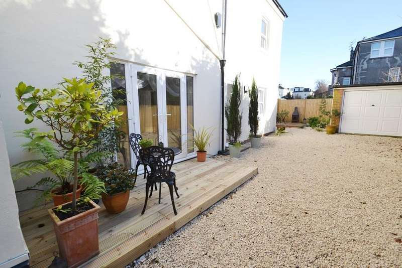 2 Bedrooms Flat for sale in Winchester Road, Worthing, West Sussex, BN11 4DJ