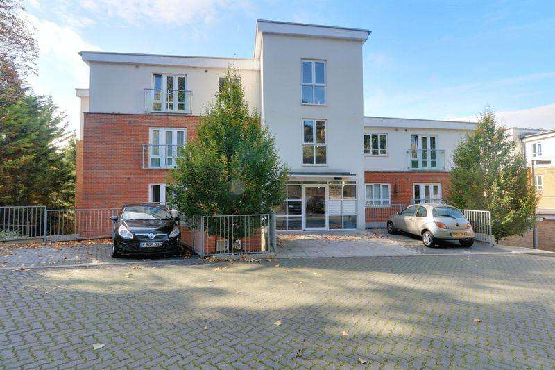 2 Bedrooms Apartment Flat for sale in Partridge Knoll, Purley