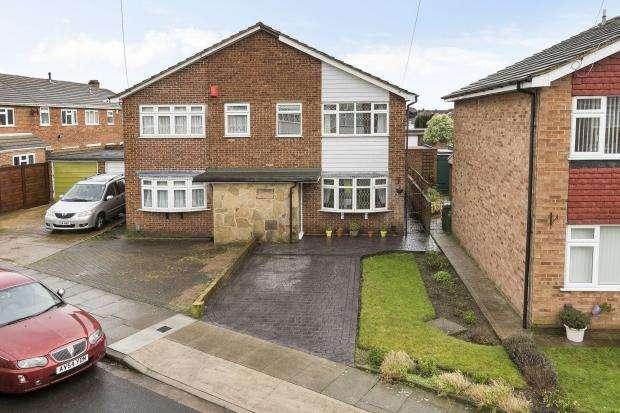 3 Bedrooms Semi Detached House for sale in Mark Close, Bexleyheath, DA7