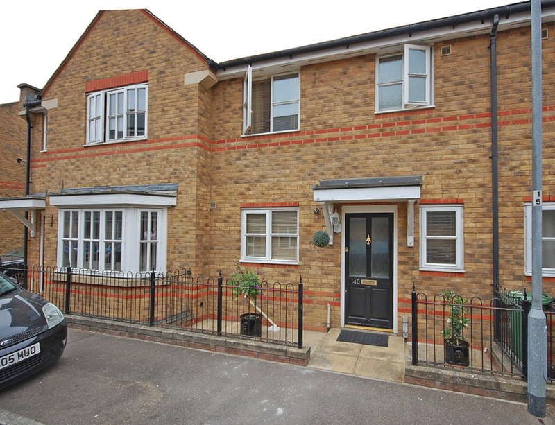 3 Bedrooms Terraced House for sale in Nottage Crescent, Braintree, CM7