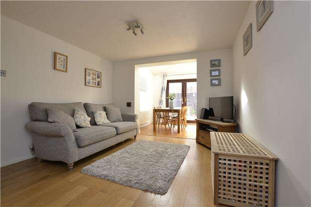 2 Bedrooms End Of Terrace House for sale in Campden Close, WITNEY, Oxfordshire, OX28 5YH