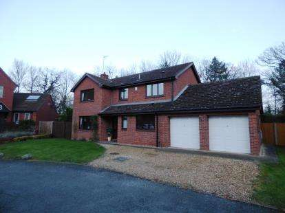 4 Bedrooms Detached House for sale in Longthorpe House Mews, Loder Avenue, Peterborough, Cambridgeshire