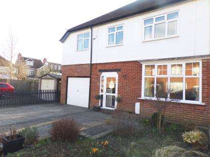 4 Bedrooms Semi Detached House for sale in The Grove, Bletchley, Milton Keynes