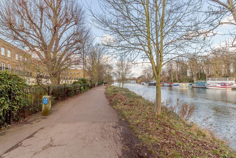 4 Bedrooms Town House for sale in East Molesey