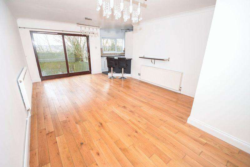 2 Bedrooms Apartment Flat for sale in Hollybush Heights, Cynoced, Cardiff