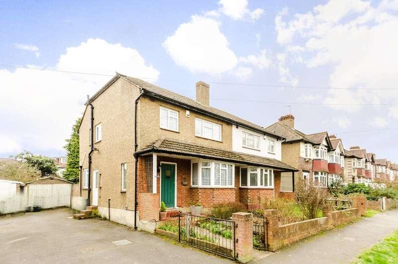 3 Bedrooms House for sale in Queen Elizabeths Walk, Wallington, SM6