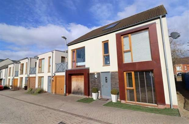 5 Bedrooms Terraced House for sale in Caribee Quarter, Street