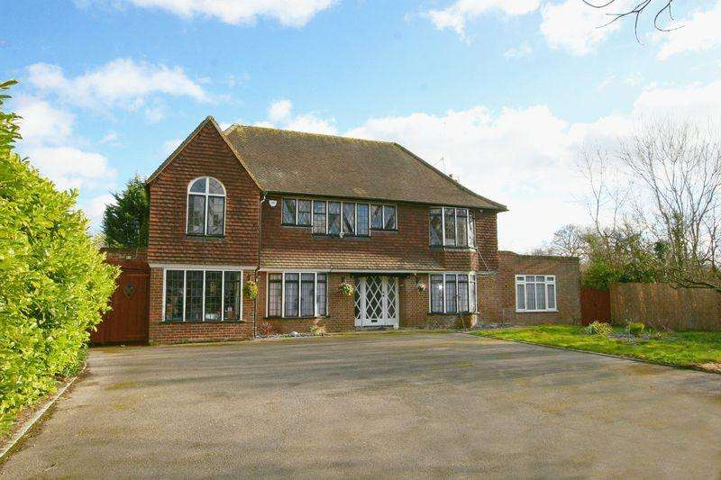 5 Bedrooms Detached House for sale in Beaconsfield Road, Farnham Common, Buckinghamshire SL2