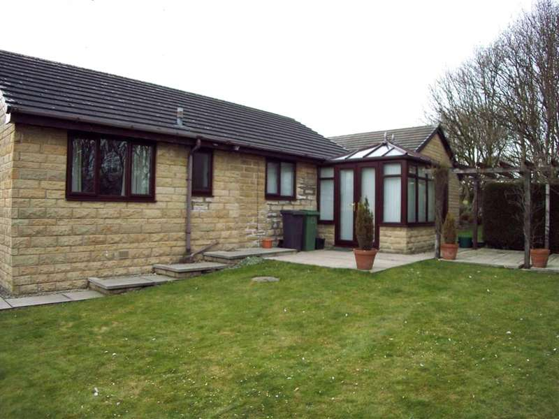 3 Bedrooms Detached Bungalow for rent in The Crest, Bradley, Huddersfield, West Yorkshire, HD2
