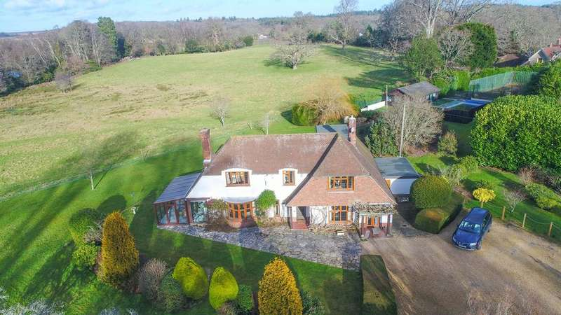 5 Bedrooms Detached House for sale in Chapel Lane, Burley, New Forest BH24