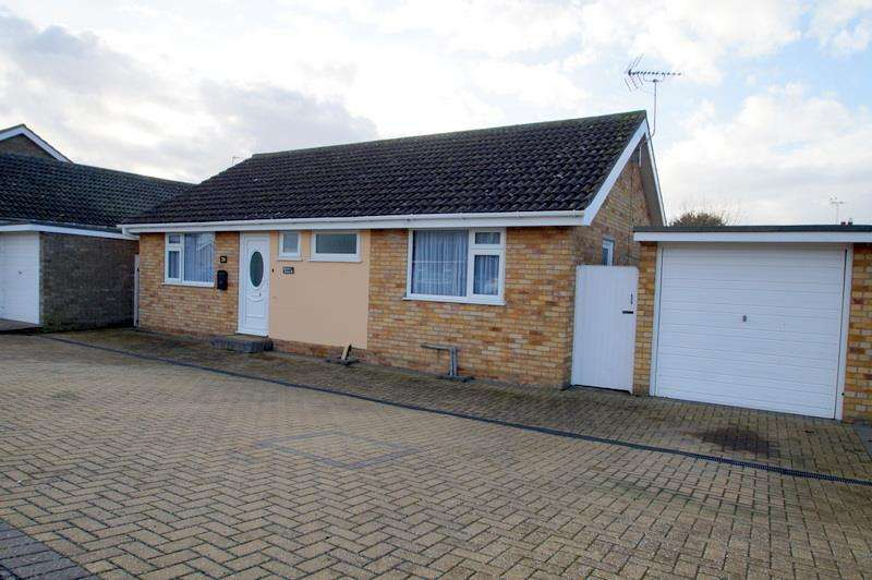 2 Bedrooms Bungalow for sale in Cann Hall