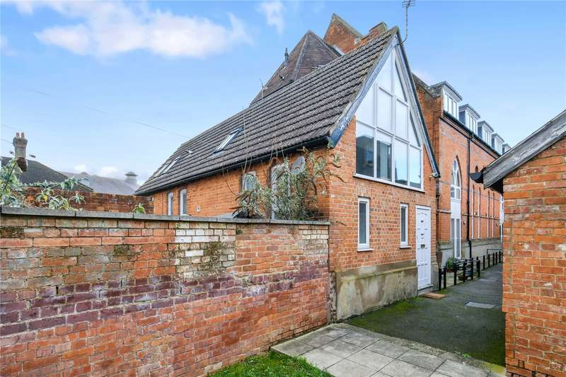 2 Bedrooms Mews House for sale in Guildford Street, Chertsey, Surrey, KT16
