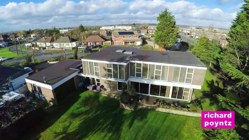 4 Bedrooms Detached House for sale in Furtherwick Road, Canvey Island