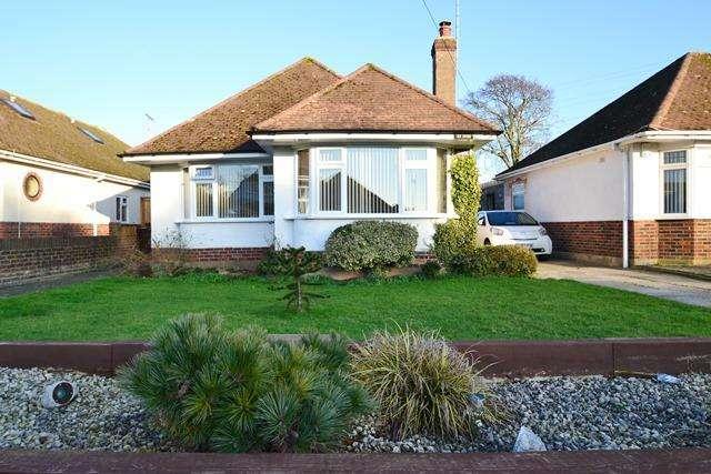 2 Bedrooms Detached Bungalow for sale in Elm Park, Ferring, West Sussex, BN12 5RW