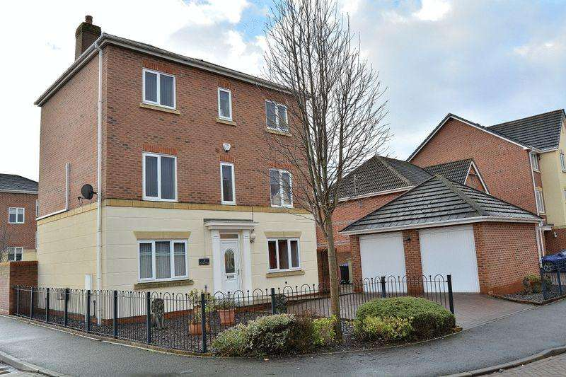 5 Bedrooms Detached House for sale in Tulip Way, Leek
