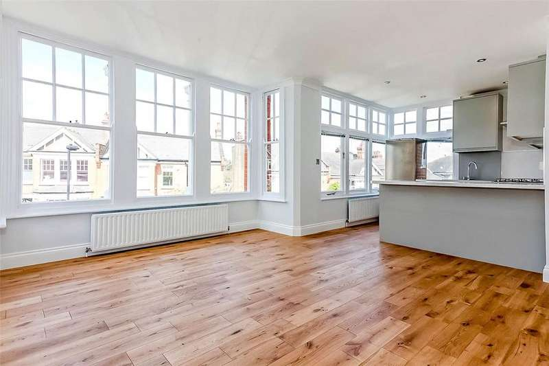 2 Bedrooms Flat for sale in Woodland Rise, London, N10