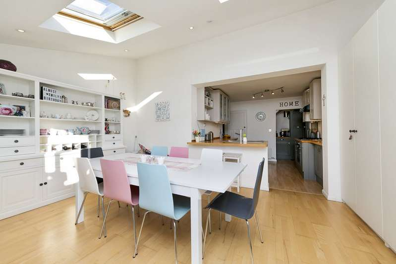 3 Bedrooms Semi Detached House for sale in Twining Avenue, Twickenham TW2